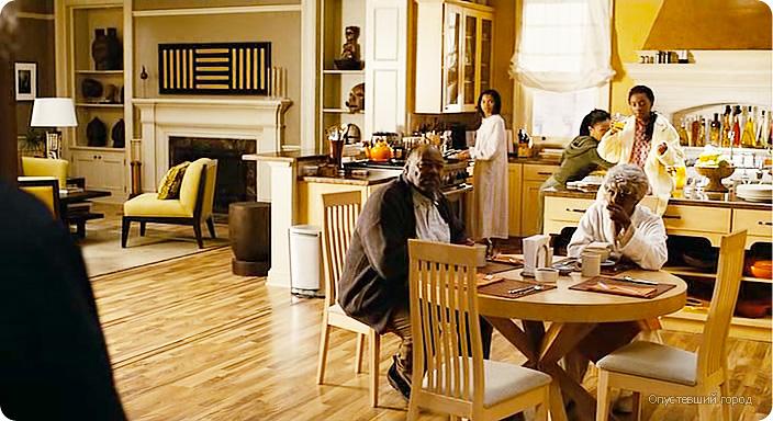 дизайн интерьера гостиной из фильма Опустевший город, дизайн интерьера в традиционном стиле, бежевый цвет в интерьере, дизайн интерьера студии