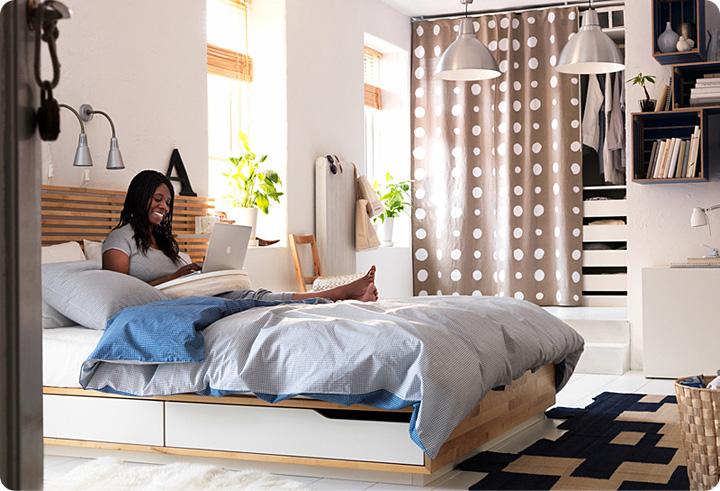 дизайн спальни, интерьер спальни икеа, светлый пол в спальне, интерьер спальни в современном стиле, белый пол в интерьере, спальня молодой семьи
