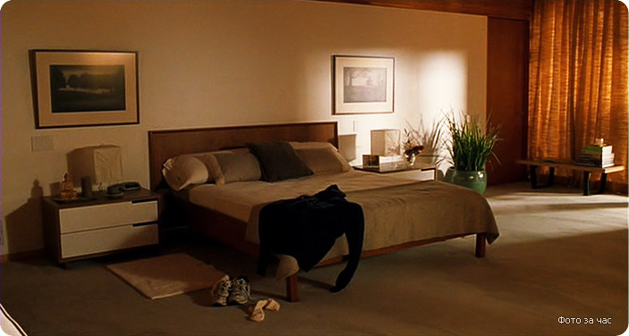 дизайн интерьера спальни из фильма Фото за час, современная спальни, дизайн интерьера в современном стиле, теплые тона в интерьере, бежевый в интерьере, шторы в спальне