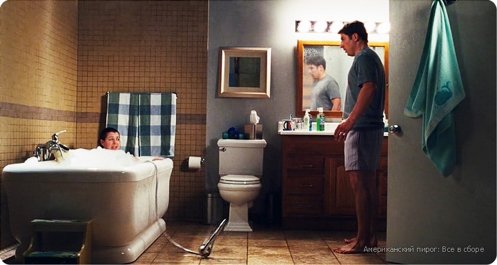дизайн интерьера ванной комнаты из фильма Американский пирог, ванная в стиле кантри, дизайн интерьера загородного дома, обои в интерьере ванной, крупная мозаика в ванной
