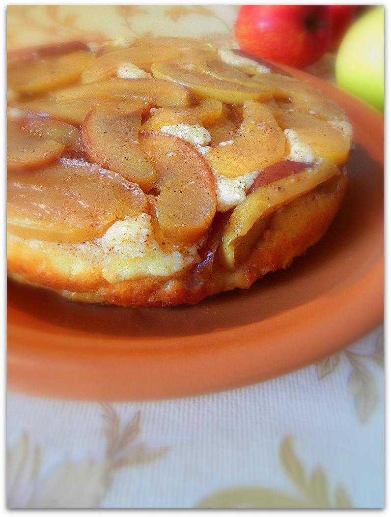 Творожный перевёртыш с яблокми