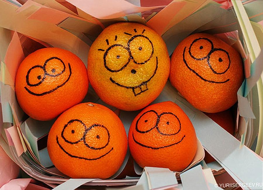 mandarin-apelsin-tsitrus-kozhura-ochishchennyi-fon-frukt-eda.jpg
