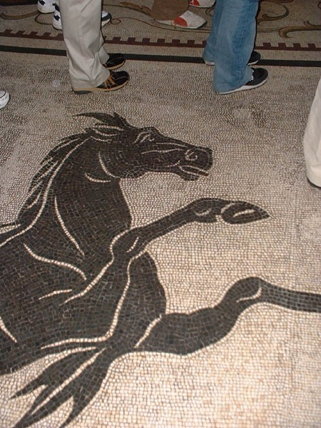 o-mosaic-floor-horse