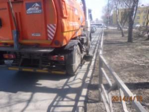 Уборка прилотковой части ул. Гагарина (2)