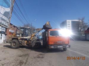 Уборка зимних накоплений ул. Аврора (1)