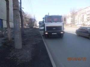 Уборка прилотковой части ул. Гагарина