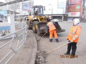 Уборка зимних накоплений ул. Аэродромная (2)