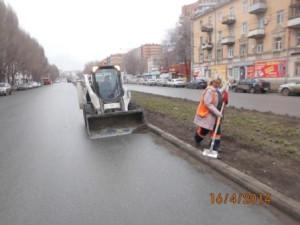 Уборка зимних накоплений ул. Победы (1)