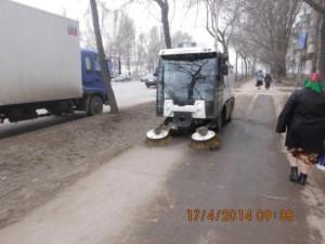 Очистка тротуаров по ул. Аврора
