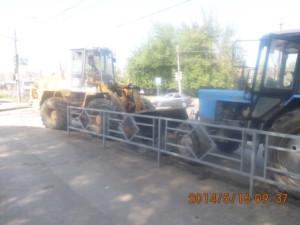 Уборка зимних накоплений по улице Промышленности (1)