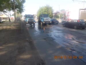 Уборка зимних накоплений по улице Промышленности (3)