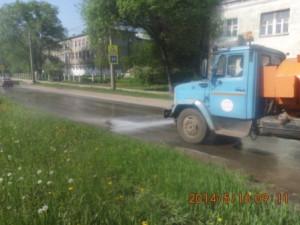 Уборка зимних накоплений с улице С.Армии (4)