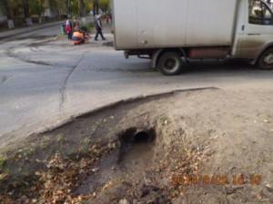 Очистка водопропускных труб на улице Фасадной
