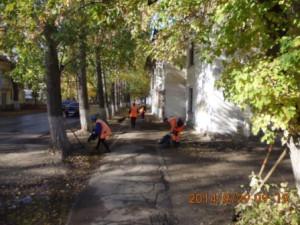 Ручная уборка тротуаров по ул.Зелёная
