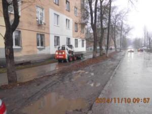Подметание тротуара по ул.Нефтянников