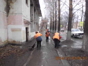 Уборка тротуара и прилотковой ул. Зеленая