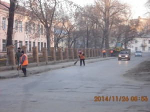 Очистка прилотковой части, тротуаров ул.Зеленая