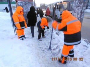 очистка тротуара вручную по улице Аэродромной