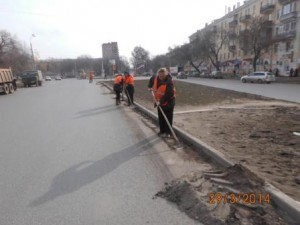 Очистка прилотковой части от зимних накоплений ул. Гагарина (1)