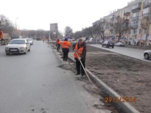 Очистка прилотковой части от зимних накоплений ул. Гагарина (2)