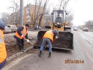 Очистка прилотковой части от зимних накоплений ул. Партизанская (4)