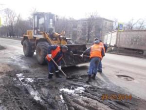 Очистка прилотковой части от зимних накоплений ул. Партизанская (6)