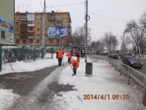 очистка тротуара на Волжском пр (2)