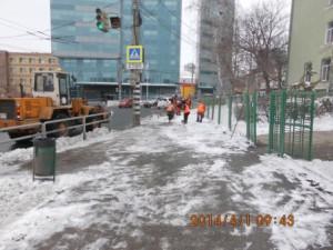 очистка тротуара на Волжском пр (3)