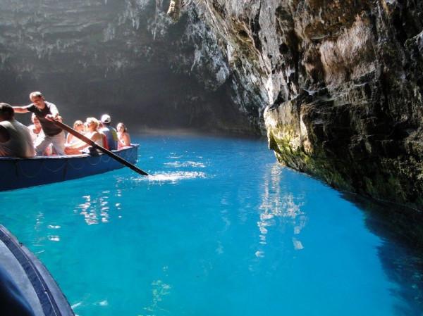 Озеро Мелиссани в Греции