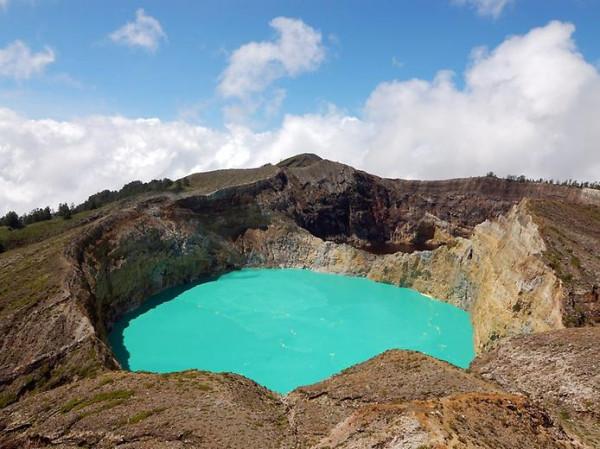 Озера Слез или озера злых духов в Индонезии