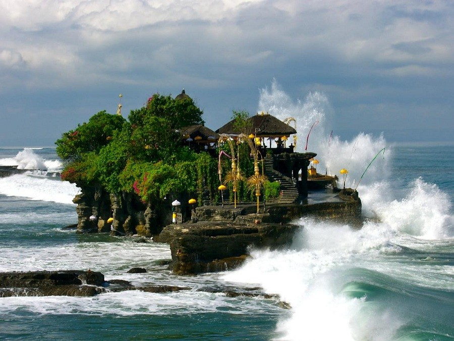 Пура Танах Лот - храм в море, Бали