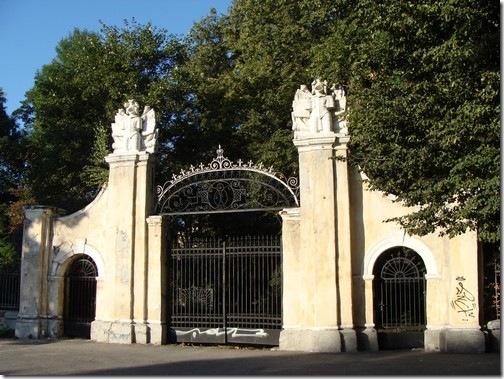 Івано-Франківськ, брама палацу Потоцьких