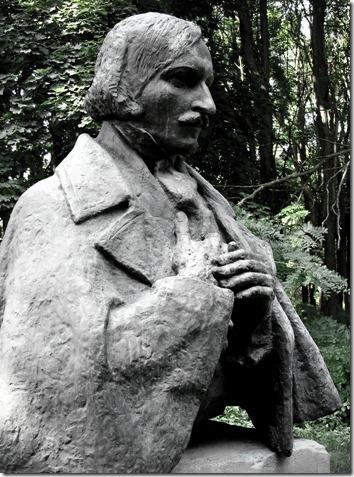 Яготин, пам'ятник Гоголю
