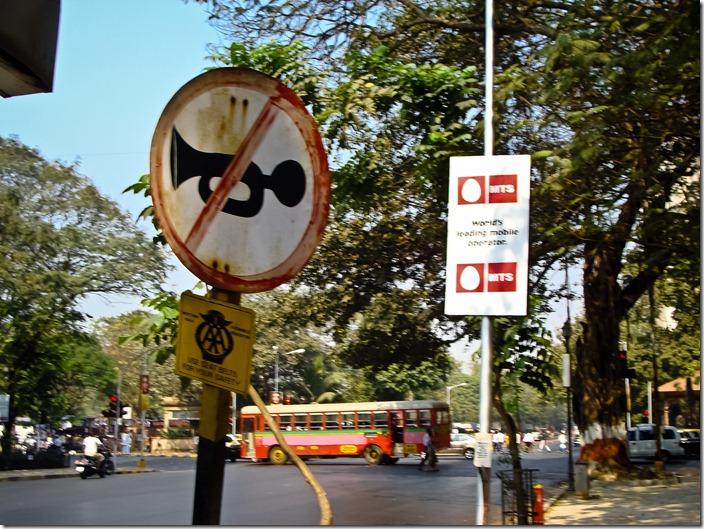 Мумбаї, дорожні знаки