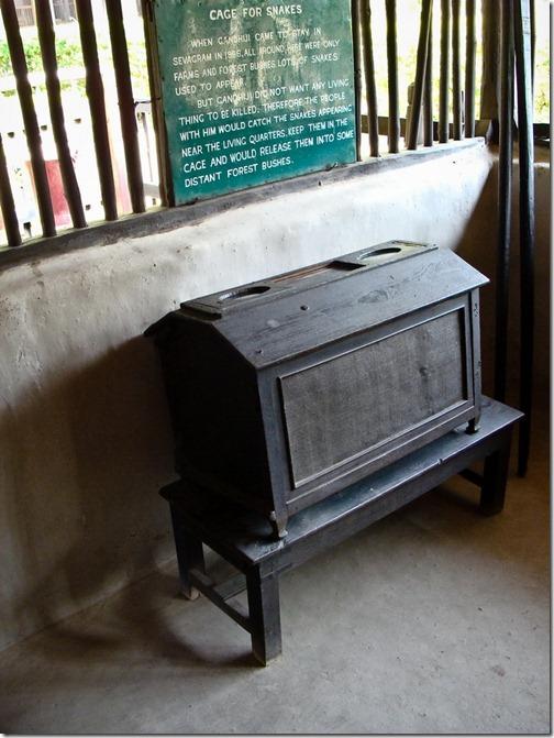 Ашрам Ґанді, ящик для змій