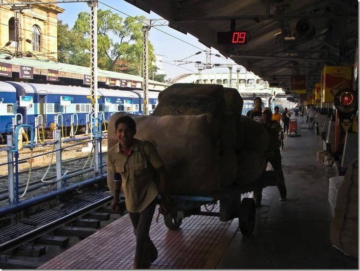 Індія, на вокзалі
