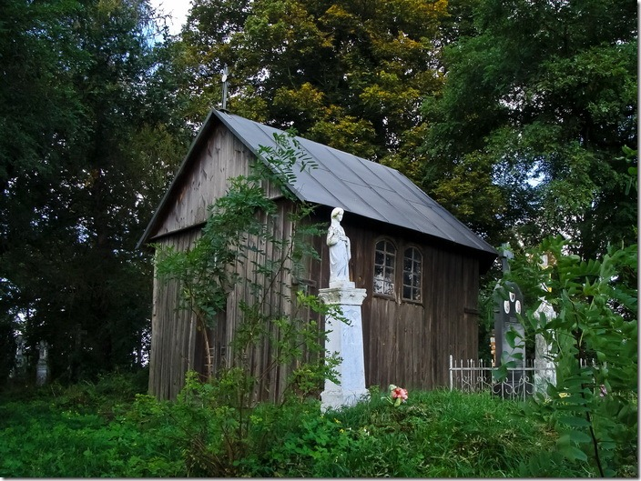 Щуровичі, каплиця на сільському цвинтарі