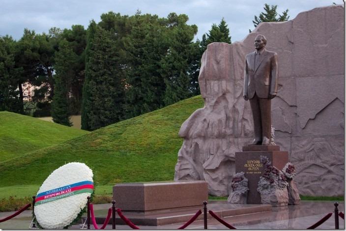 Могила Алієва на Алеї почесного захоронення