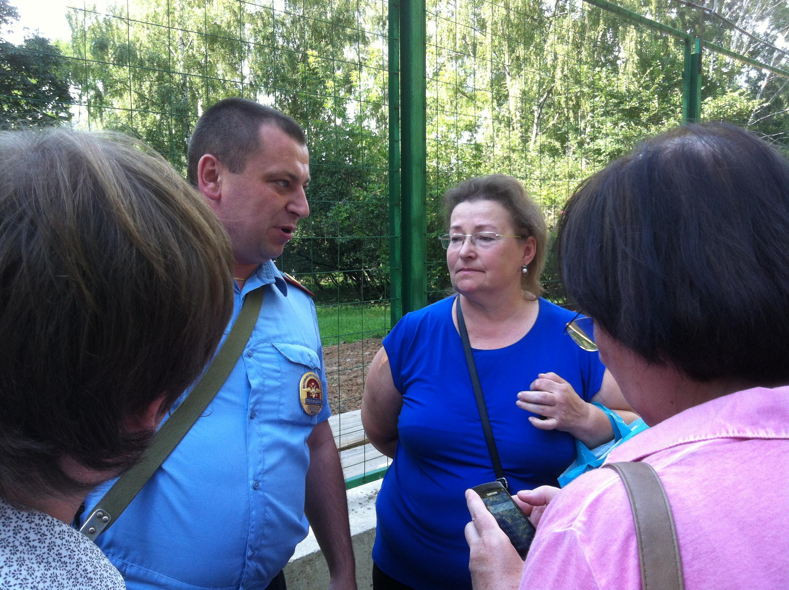 Жители района и полиция