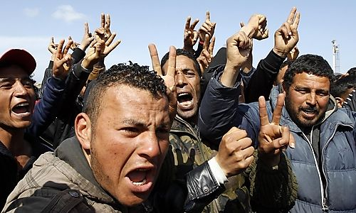 u_People_fleeing_the_unrest_in_Tunisia_protest_against_conditions_on_the_southern_Italian_island_of_Lam