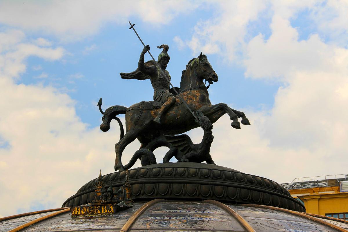 георгий победоносец памятник в москве фото уже мало