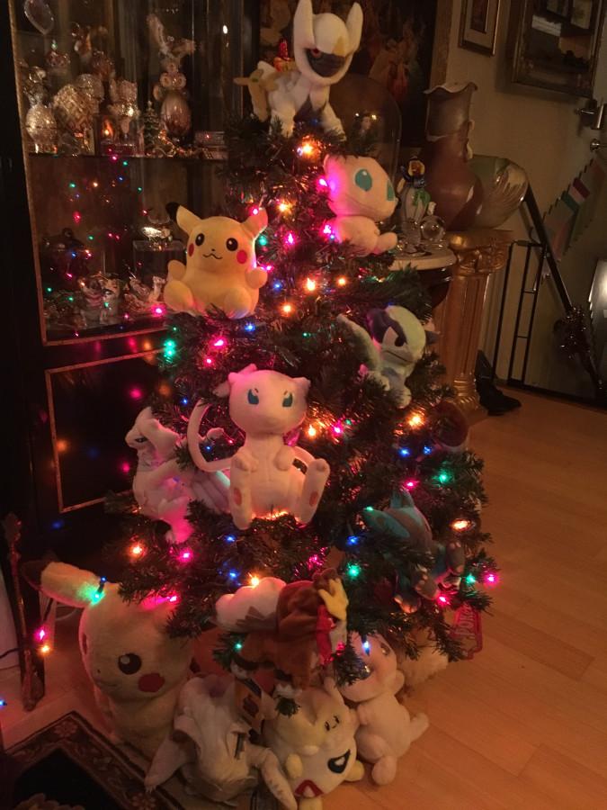 Re-intro and pokemon Christmas tree!: pkmncollectors