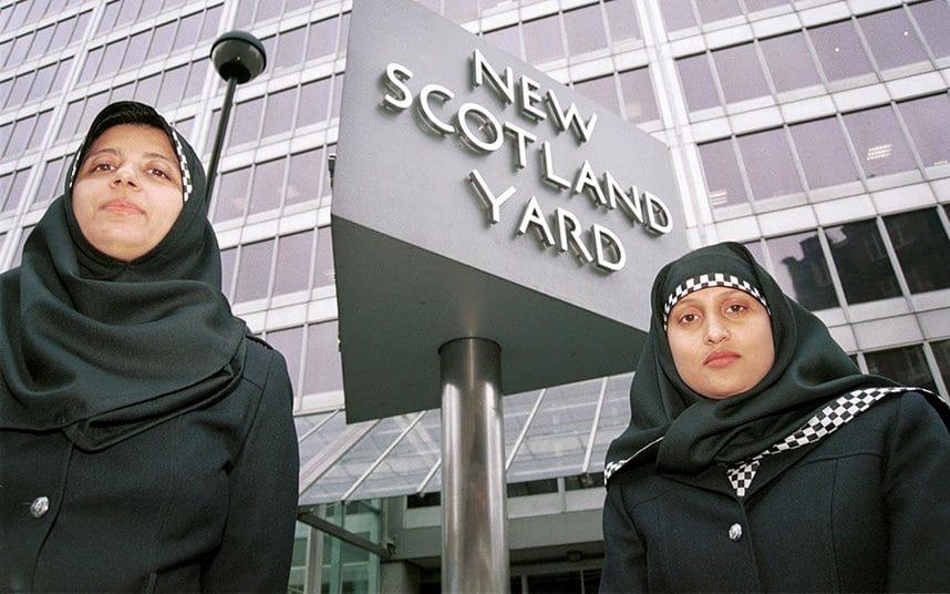 metropolitan-police-hijab_trans_NvBQzQNjv4BqqVzuuqpFlyLIwiB6NTmJwfSVWeZ_vEN7c6bHu2jJnT8
