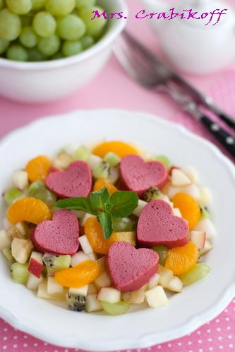 Фруктовый салат Валентинки 2