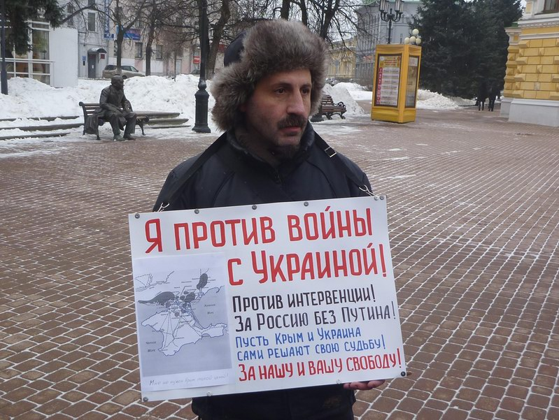 Мясковский с плакатом