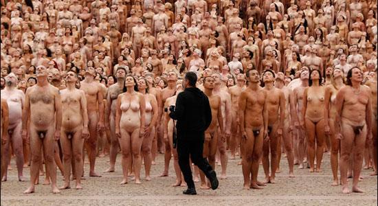 много голых женщин и голый парень фото