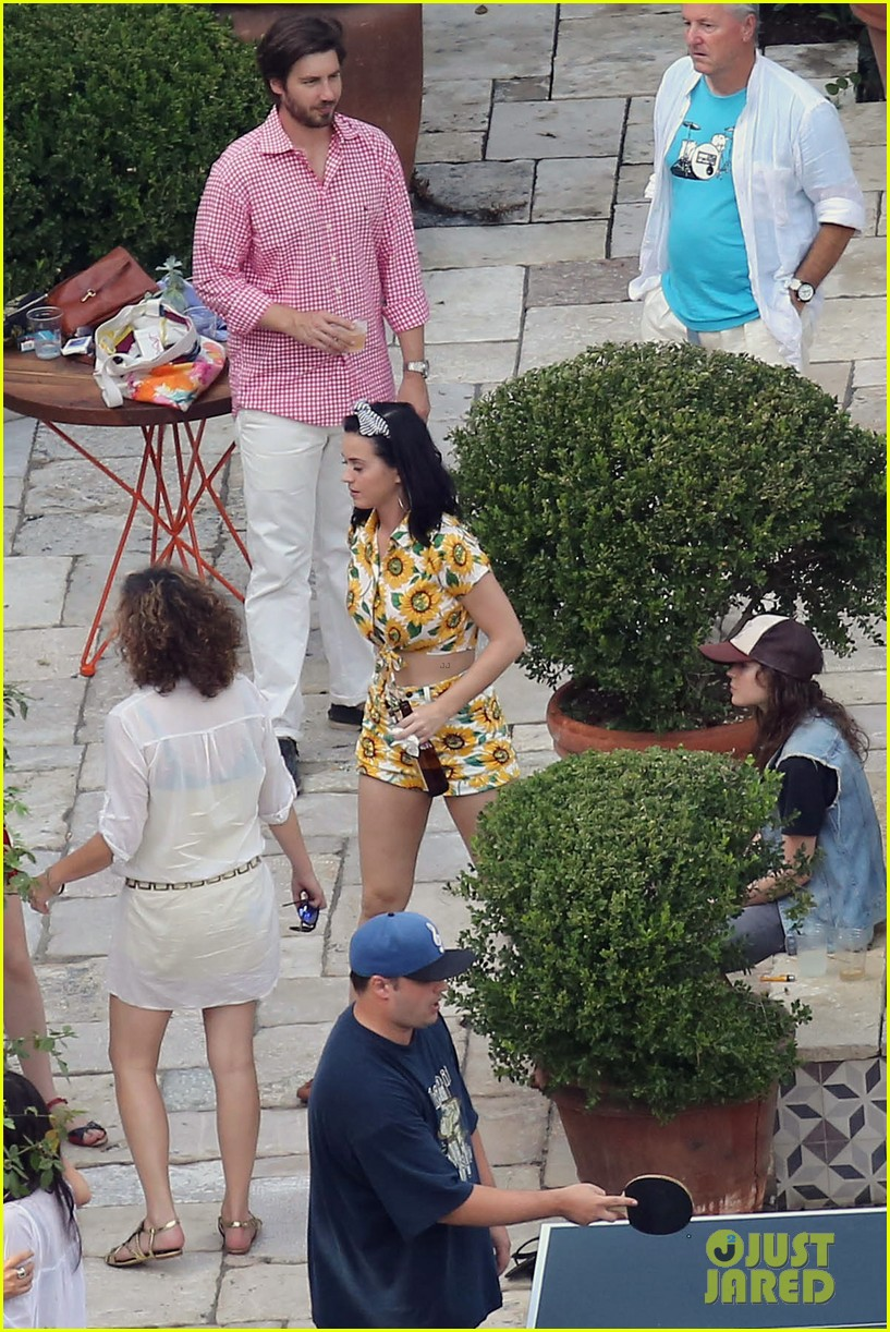 katy-perry-labor-day-house-party-with-shannon-woodward-22