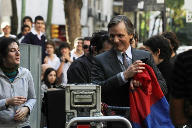 Viggo in Argentina with his San Lorenzo flag