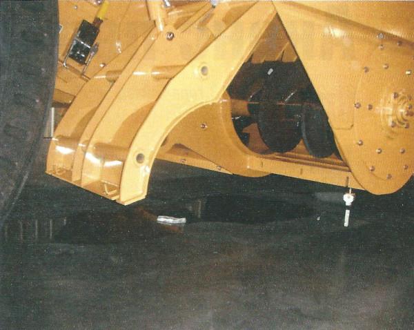 Широкий сервисный люк бункера-накопителя на машине Е2850