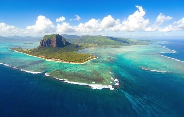 mauritiusunderwaterwaterfall2